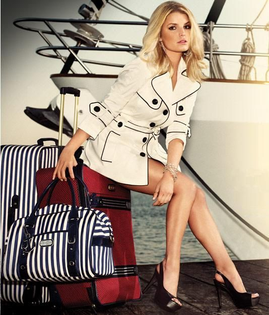Love Jessica Simpson everything--beautiful taste in clothes, shoes and bags!