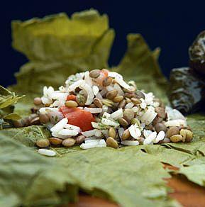 Μια παραδοσιακή συνταγή απ' τη Ρόδο και τη Σύμη με πολύ ενδιαφέρουσα γεύση και ιδανική για όσους θέλουν να δοκιμάσουν το μαγικό, υγιεινό συνδυασμό όσπριο/ρύζι
