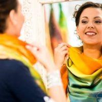 """Londonban egy szegedi lány diktálja a divatot. A napokban mutatta be a külföldi luxus márka 2014-es tavaszi kollekcióját, a Pure London divat kiállításon. Tervezője és részben kivitelezője, Lengyel Leona a """"Storm"""" nevet adta neki. #luxury #scarves #femcafe #lengyelleona"""