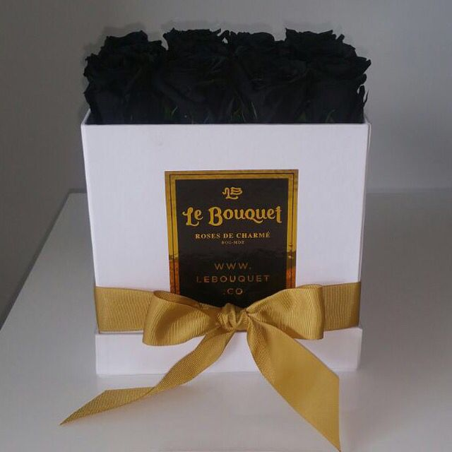 Presentación por 16 rosas negras que duran 1 año