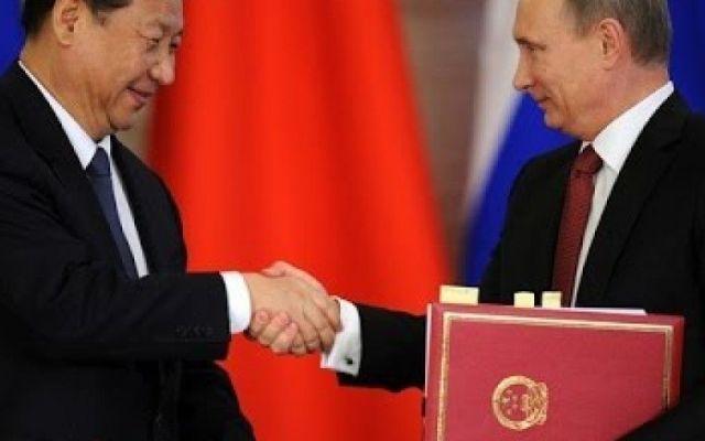 Putin alla sfilata dalla fine della seconda guerra mondiale in Cina, e la stampa cinese già aveva annunciato la presenza Pechino – Cina e Russia l'una vicina all'altra. Dopo il viaggio di ieri, 3 settembre,  è attesissima la nuova preannunciata presenza di Valdimir Putin a Pechino per ricordare i 70 anni dalla fine del #putin #cina #russia