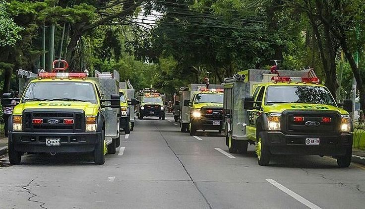 FEATURED POST   @guatemalafire -  Rapid Intervention Units bomberos Municipales de Guatemala  by @kerwin.ogaldez .  ___Want to be featured? _____ Use #chiefmiller in your post ... http://ift.tt/2aftxS9 . CHECK OUT! Facebook- chiefmiller1 Periscope -chief_miller Tumblr- chief-miller Twitter - chief_miller YouTube- chief miller .  #firetruck #firedepartment #fireman #firefighters #ems #kcco  #brotherhood #firefighting #paramedic #firehouse #rescue #firedept  #workingfire #feuerwehr  #brandweer…