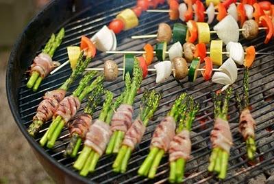 le petit hibou: veggie kabobs and bacon wrapped asparagus