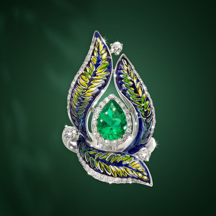 This ring represents the elegance of nature: have closer look to our Fern collection.