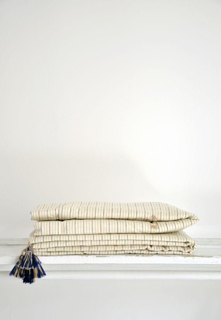Courtepointe tissu vintage - Couverture lit 90 cm - Plaid matelassé - Edredon tissu ancien - Mobilier vintage - Bel Ordinaire