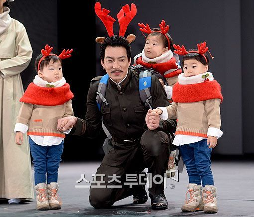 Daehan, Minguk, Manse visits appa in the stage play 'I Am You'