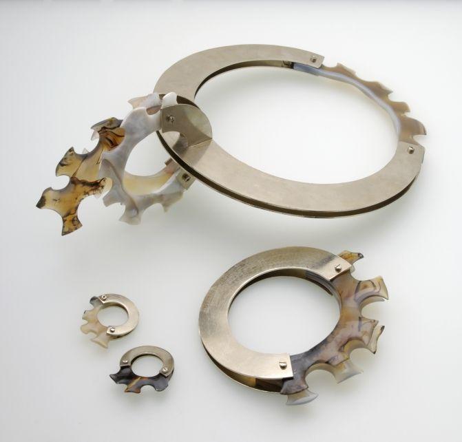 SUPŠ A VOŠ Turnov > Design a zpracování drahých kamenů > Design and processing of precious stones