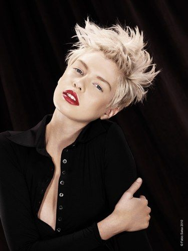 love those red lips w/that hair and pale features