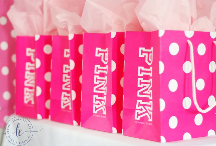 Victoria's Secret Teen PINK birthday party for Tweens. Free Printable included via Laura Elizabeth Lifestyle