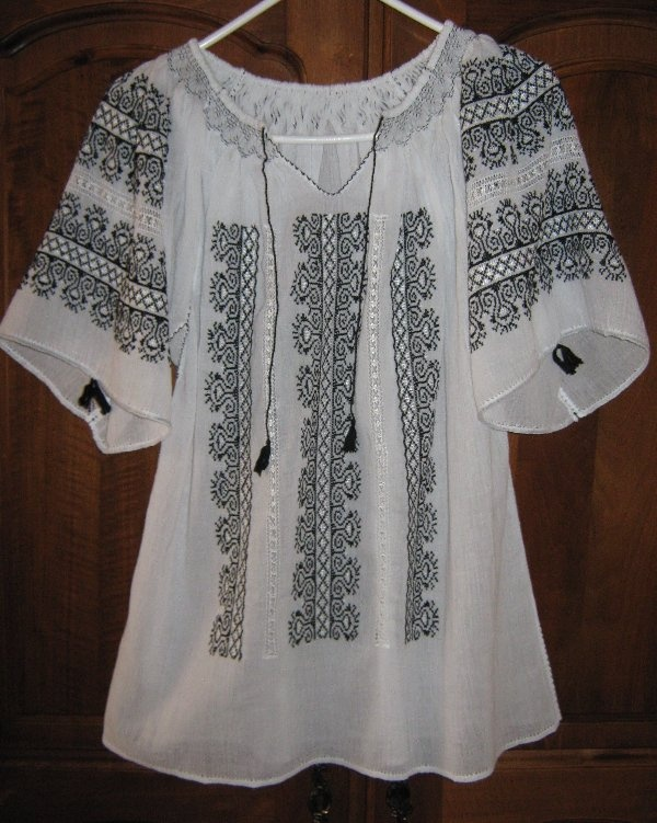 "Hand Embroidered Romanian Peasant Blouse ""IE"" - The Comb, Transilvania, Romania"