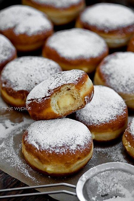 Bomboloni - Italian donuts with custard pudding