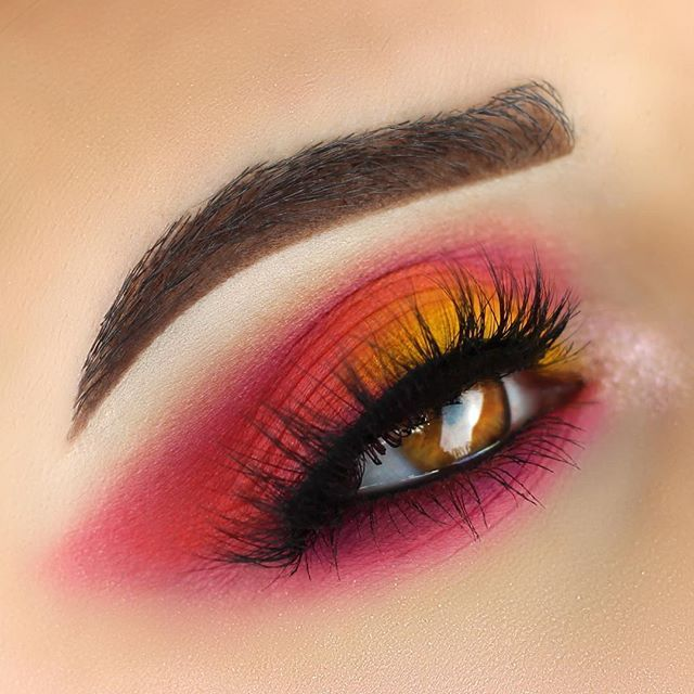 """LEMONADE   @urbandecaycosmetics """"Savage"""" and """"Slowburn"""" from the Electric Palette @sugarpill """"Buttercupcake"""" and…"""