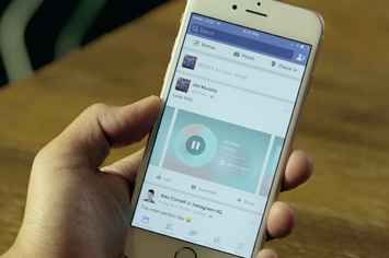 "Facebook Embraces Spotify, Apple Music With ""Music Stories"""