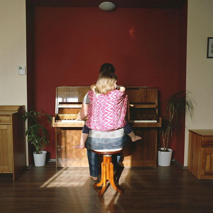 24 August, 2015 - Emese and Marcsi - Playing music while babywearing.  Sometimes things just happen :)  #carrymeproject #cmp #hordozás #babywearing