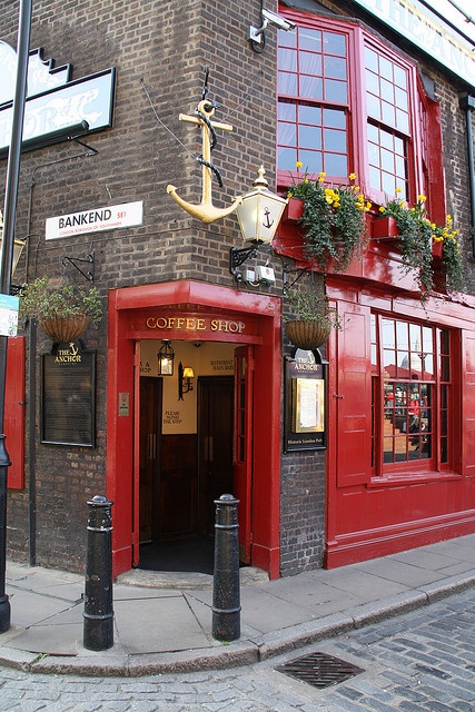"The Anchor Alehouse, Bankend, SE1 by L'habitant, via Flickr.  Pepys ""took refuge"" here & watched the Great Fire of 1666 destroy London."