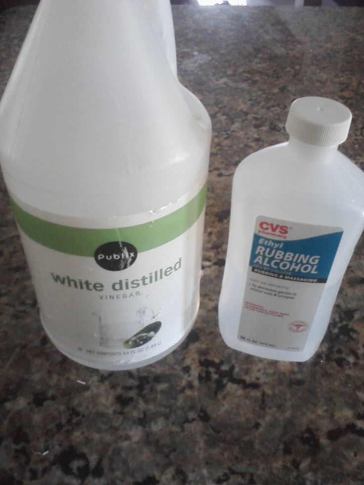 Use a homemade dog ear cleaner made from vinegar and boric acid to clean the dog's ears and help maintain a healthy pH. Pour ¼ cup water and ¼ cup vinegar (either white vinegar or apple cider.