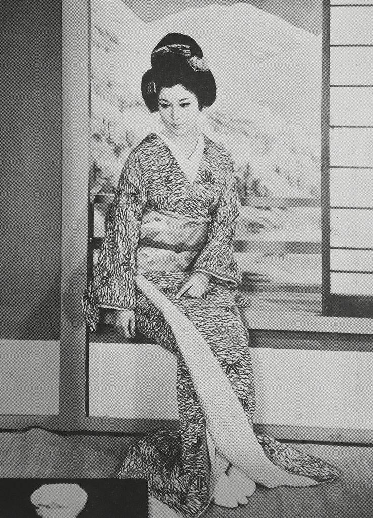 舞台「雪国」若尾文子、内藤洋子 1970年(昭和45年)2月、5月 - 6月 芸術座