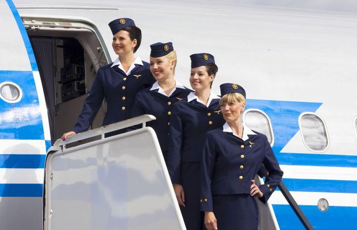 Comissárias de voo atendem passageiros das mais diversas nacionalidades, principalmente com o alto número de turistas estrangeiros no Brasil.