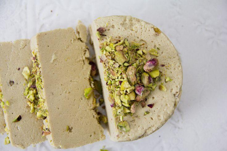 L'halva è un dolce in realtà molto diffuso in tutto il mediterraneo orientale e di cui esistono molte versioni e varianti.