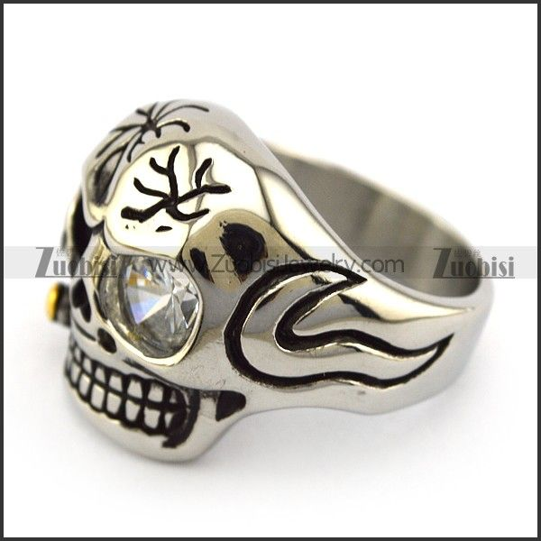 You just can't take your eyes off from this beautifully crafted solid skull ring. #skullring #stainlesssteelringformen #jewelryformen