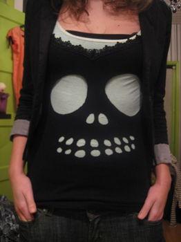 DIY Cutout Skull T-Shirt....cute for Halloween...or whenever.