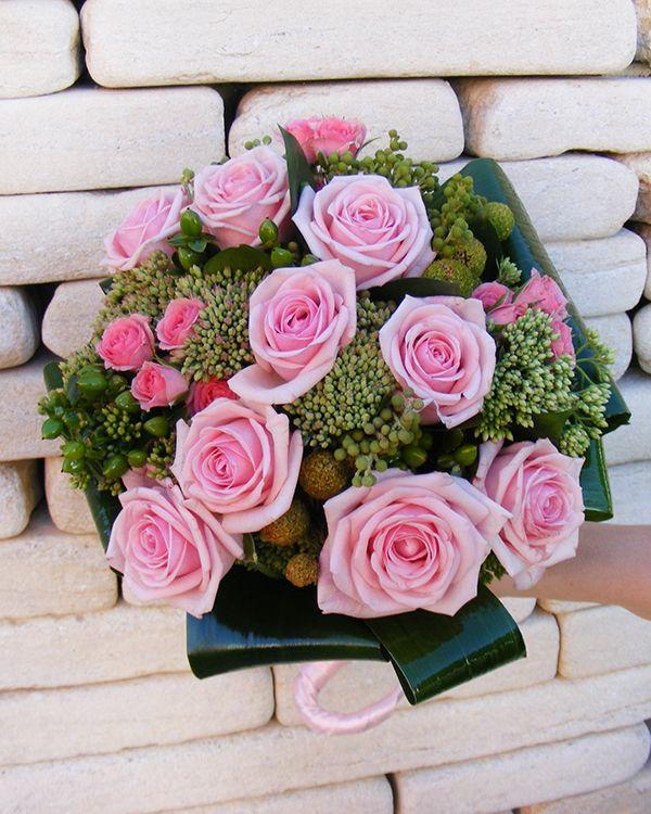 Bridal bouquet with pink roses. Buchet de mireasa cu trandafiri roz.