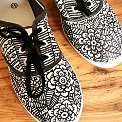 Doodle on your shoes and make an unique fashion item! @ By Wilma #craftgawker