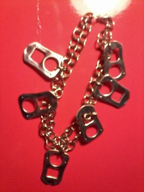 pulsera de cadena y tabs