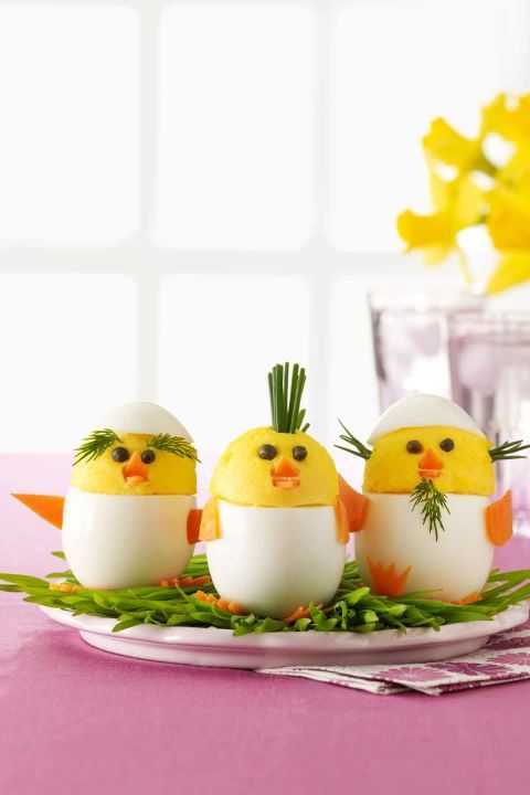 Deviled Egg Chicks: These deviled egg chicks are almost too adorable to eat! Click through to find other easy Easter recipes for brunch, dinner, dessert, and more.