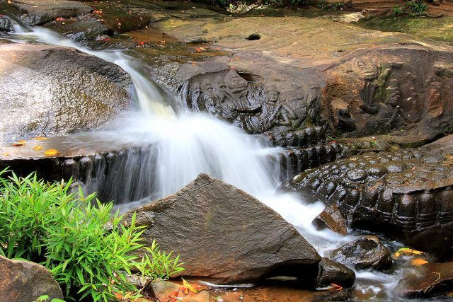 River of 1000 Linga, Siem Reap  Located in Phnom Kulen National Park and only about 49 kilometers from Siem Reap to the north, Kbal Spean – River of 1000 Linga is an archaeological site and a popular tourist attraction in Cambodia. This place is known as a holy river.