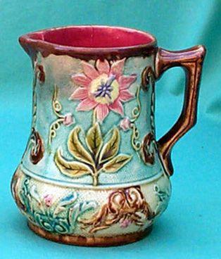 """Les pichets en barbotine de Nimy   Pot à lait """" Passiflores """"  hauteur 13 cm  Cachet """" Mouzin-Lecat """" 1851 -1890"""