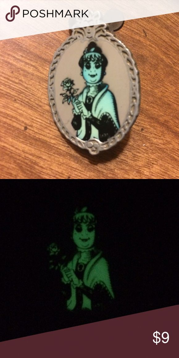 Glow in the dark Disney pin! A glow in the dark disney the haunted mansion pin! Other