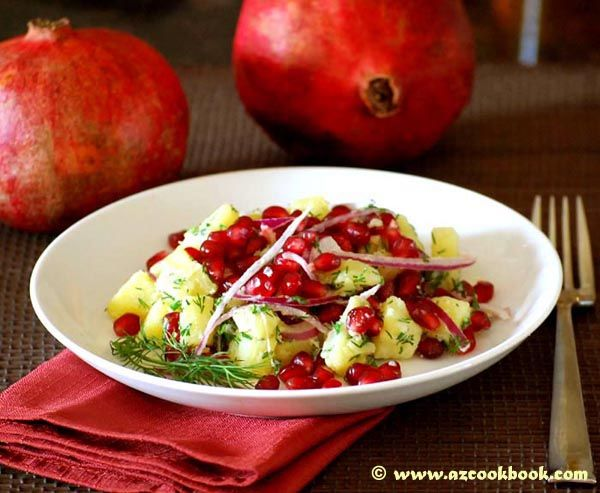 Learn how to make this delicious pomegranate salad with potatoes. Crunchy and tender at the same time. Easy to make and hard to resist!