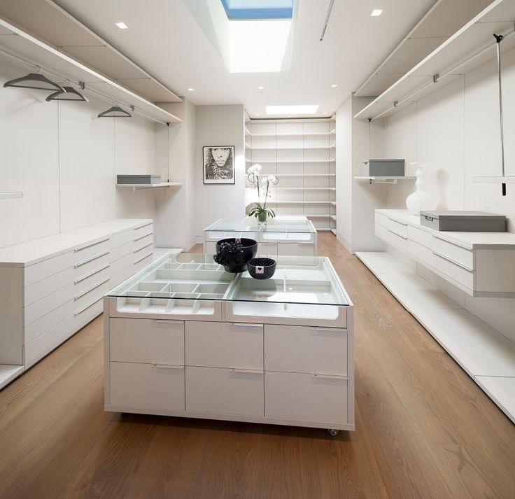 Busca imágenes de Vestidores de estilo moderno de McClean Design. Encuentra las mejores fotos para inspirarte y crea tu hogar perfecto.
