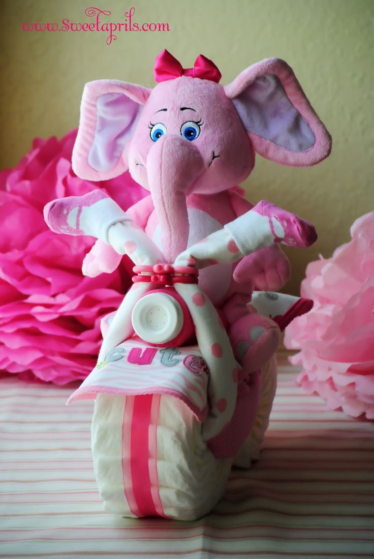 Stuffed animal with a diaper wheel - Baby shower gift idea babyshower