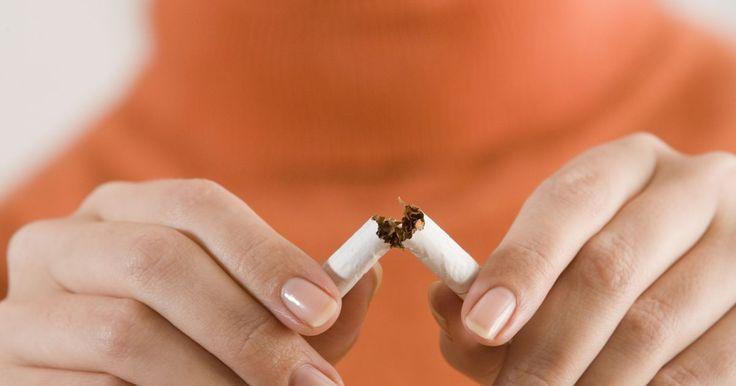 Cómo evitar que el atomizador de tu cigarrillo electrónico se recaliente. Los cigarrillos electrónicos son dispositivos que lucen como un cigarrillo, pero solo emiten vapor de agua. Al usar un cartucho y un espiral interno, el cigarrillo recalienta la nicotina, permitiendo que el usuario lo inhale, tal como si lo hiciera con un cigarrillo normal. Los cigarrillos electrónico se usan como una alternativa para fumar, o ...