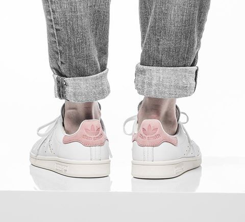 adidas Stan Smith in Ray Pink. Hier entdecken und shoppen: http://