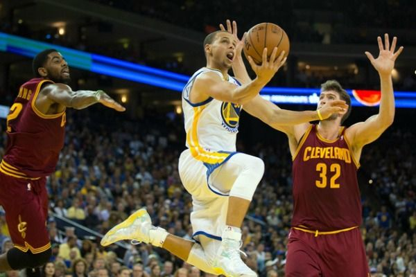 Warriors Betting Odds Favorites: Game 5 NBA Finals 2015 - http://movietvtechgeeks.com/warriors-betting-odds-favorites-game-5-nba-finals-2015/-The Golden State Warriors really stepped it up and easily covered the spread for the first time since Game 1, and they are now the betting odds favorites for Game 5.