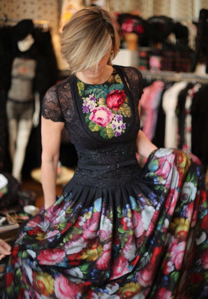 Susanne Bisovsky, fashion, style, amazing flower dress with black lace, sexy & romantic, woman, wunderschönes blumenkleid, romantischer stil, schwarze spitze