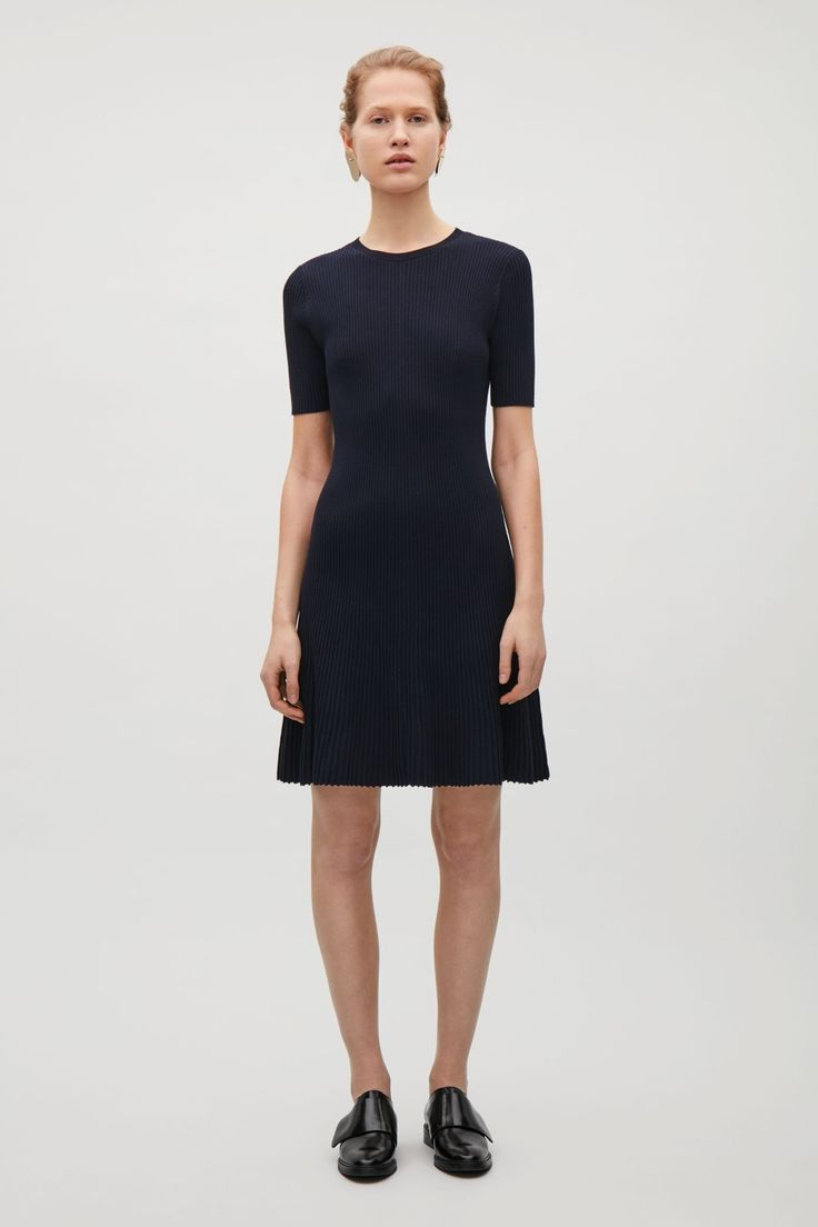 Coming in at the waist and flaring towards the hemline, this dress is made from a rib knitted cotton blend. A close fit, it is completed with a round neckline, short sleeves and minimal finishes.
