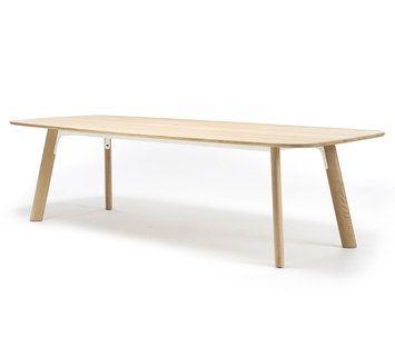 Grid-Arco-Jonathan Prestwich. Ook hier weer aparte, schuin geplaatste poten en een apart frame (staal) onder de tafel. Toch oogt hij licht. Door de langwerpige, maar niet hoekige vorm misschien juist wel leuk. Ik vrees dat deze tafel niet uitschuifbaar is.