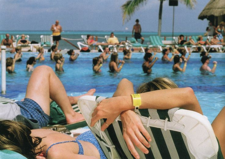 Martin Parr – From Mexico  http://jacindarussellart.blogspot.com.es/2012/06/swimming-pools-this-summers-encore.html
