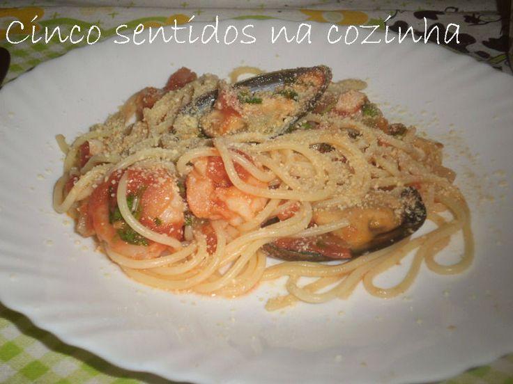 Cinco sentidos na cozinha: Esparguete com molho marinara, camarão e mexilhão