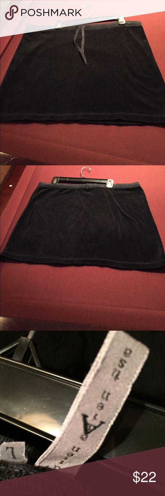 Black Velour Skirt by Allen Allen. Large. Gently Used Black Velour Skirt. Great w Bikini 👙 Top. Large Allen Allen Skirts Mini