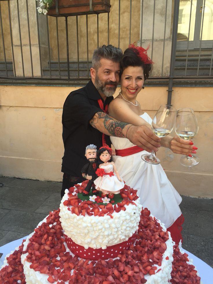 19 luglio 2015 Giuseppe e Paola, top marinade.it, fragole, meringhe, torta nuziale, red, pois, style, tatoos, bride, groom, sposi, abito da sposa,WEDDING CAKE