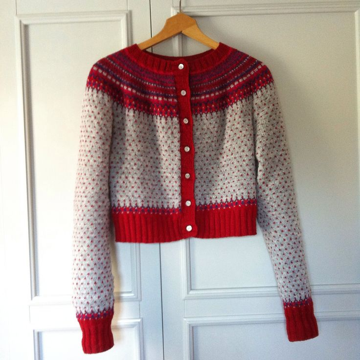 Ravelry: Damejakka Loppa / Flea – a lady's cardigan by Pinneguri