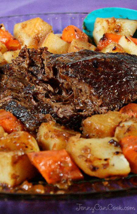 Easy Pot Roast Recipe from Jenny Jones (JennyCanCook.com) #JennyCanCook #potroast