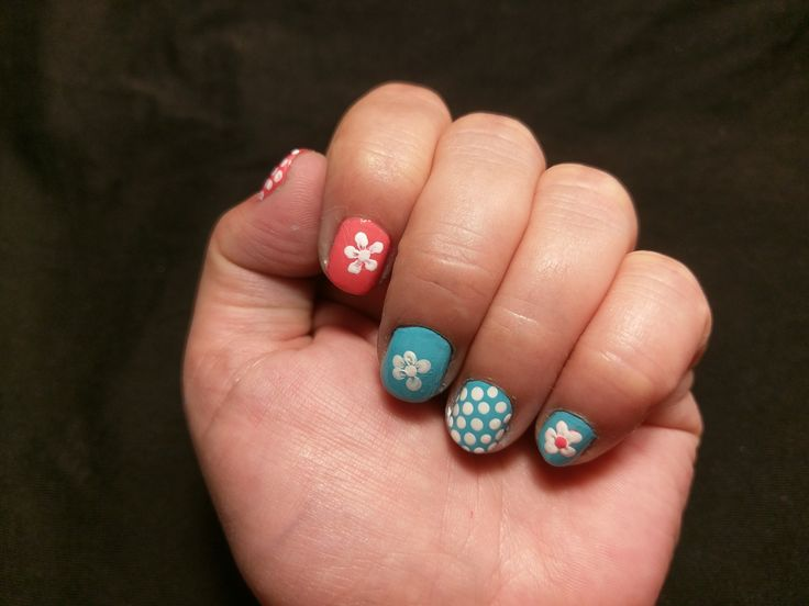 DOTS WITH LIGHT BLuE AND PINK: Rimmel ... NAIL BASE & TOP COAT (7151); Rimmel ... ROLL IN THE GRASS (878); Rimmel ... HOT TROPICANA (407); Melkior ... WHITE SNOW (21801) #relaxitaxi #rimmel #melkior #nailart
