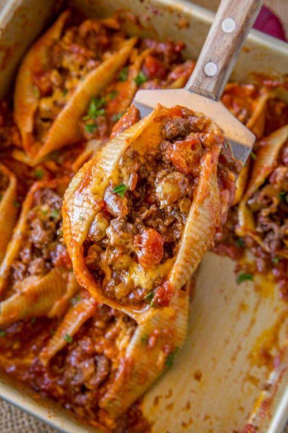 Käsige Taco-gefüllte Muscheln mit Jumbo-Nudeln, Salsa, Käse und Taco-Fleisch    – Yummy in my Tummy!