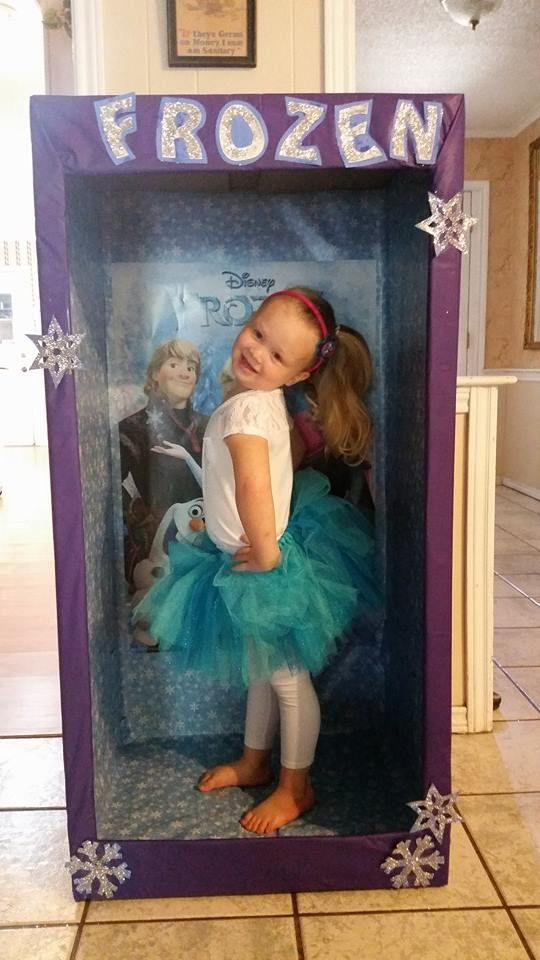 Cute!!! Photo booth for a Frozen birthday party. Idea I saw after party :(